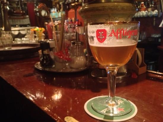 una birra per accoglienza alla antica taverna